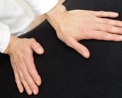 Shiatsu mit den Handflächen
